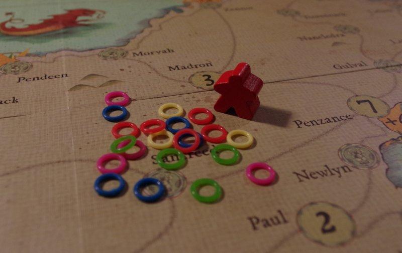 Maleńkie gumeczki - meeple porównawczy pochodzi zinnej gry, azostał dodany dla (ajakże) porównania.