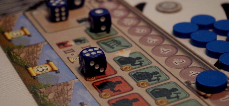 Robotnik emerytowany irobotnik dopiero szkolony naplanszy gracza niebieskiego.